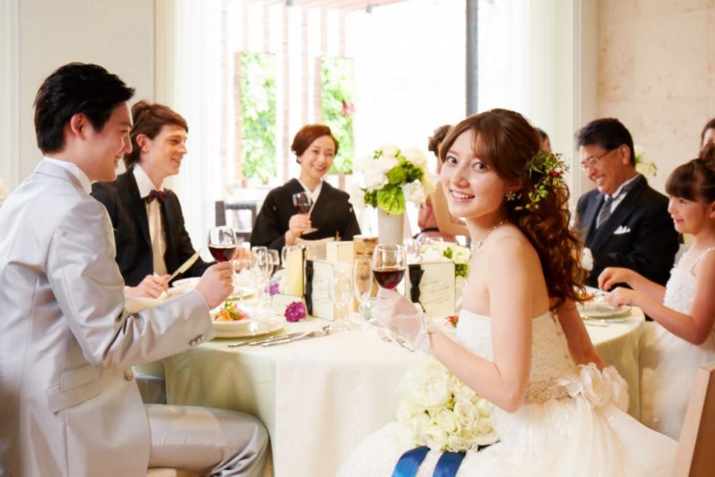 【大切な家族や友人と過ごす】☆少人数ウェディングプラン☆ <br /> 少人数限定のアットホームなウェディングプランが登場♪大切なゲストとわかちあう幸せな時間、<br /> そしてこれまで伝えられなかった想いが伝わる結婚式を。 <br />