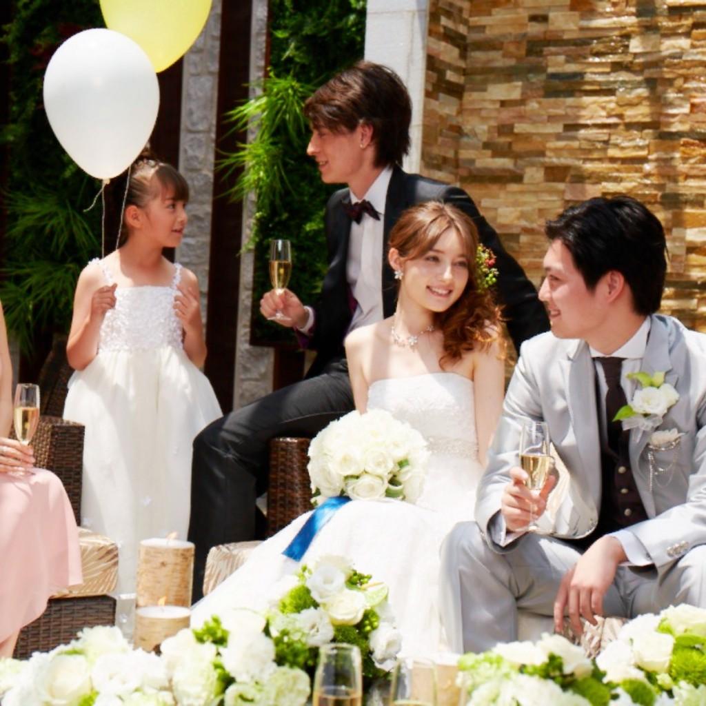 大切な家族と過ごす【親族婚ウェディングプラン】<br /> 親族だけを招待して、食事や会話を楽しみたいお二人にピッタリの親族婚プランが誕生!<br /> ゲスト一人一人とゆったりと過ごし、感謝の気持ちを伝えるアットホームなウエディングを!