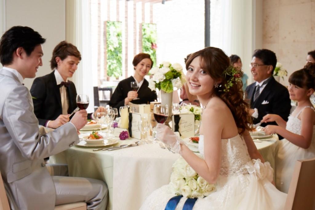 大切な家族と親族や親しい友人と♪堅苦しくならず楽しめるパーティーを!<br /> そんなお2人にオススメのプラン♥<br /> 大切なゲストとわかちあう幸せな時間、<br /> そしてこれまで伝えられなかった想いが伝わる結婚式を。